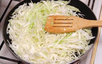 Слегка обжарить на сковороде