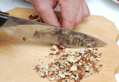 Измельчил орехи