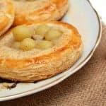 Пирожные – слойки с виноградом