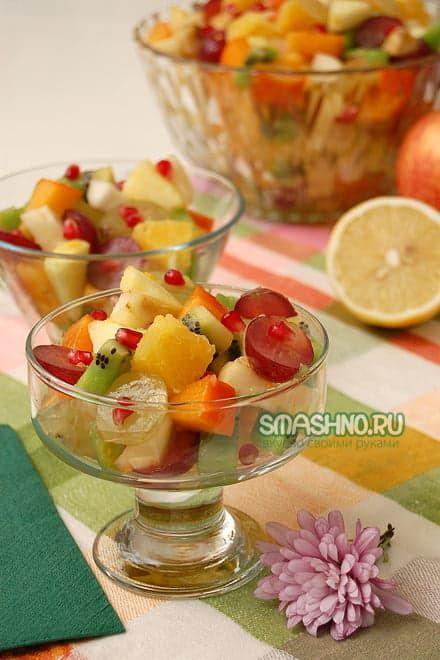 На вид салат из фруктов очень даже красивый