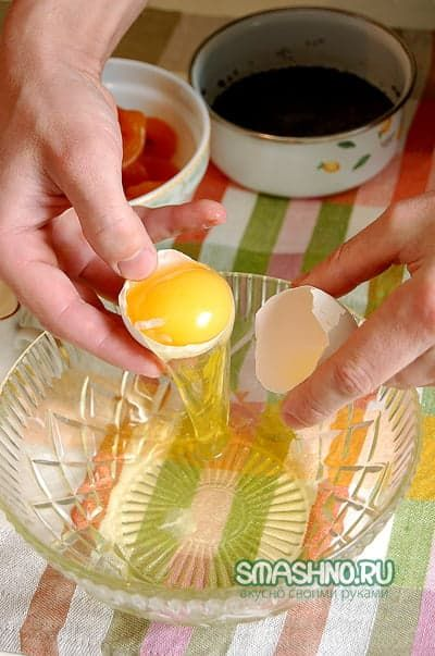 Отделяю желтки от белков