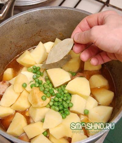 Овощи и лавровый лист