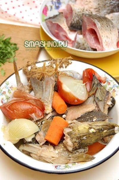 Варёные морковь, рыбьи головы, лук