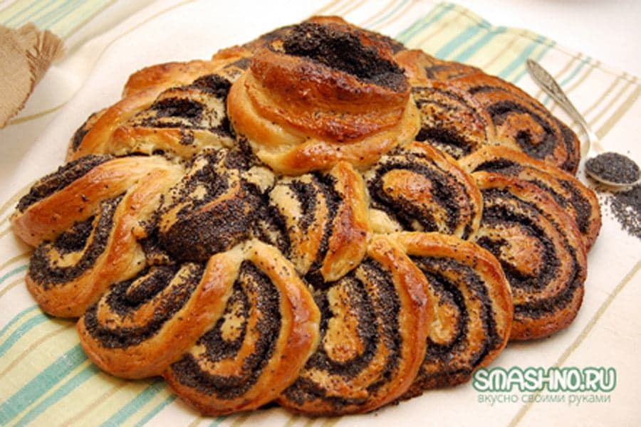 Готовый пирог с маком
