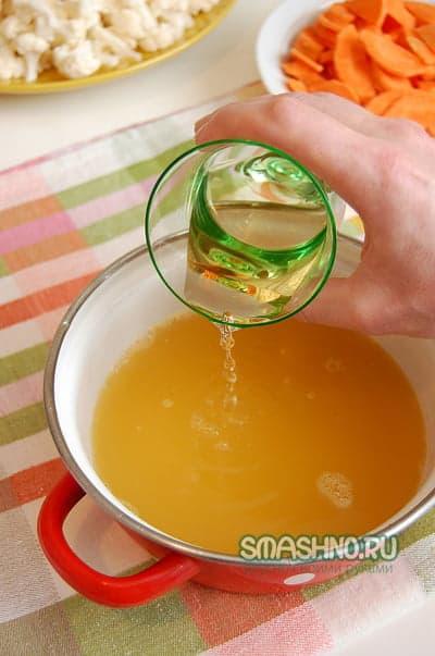 В соус добавляю вино