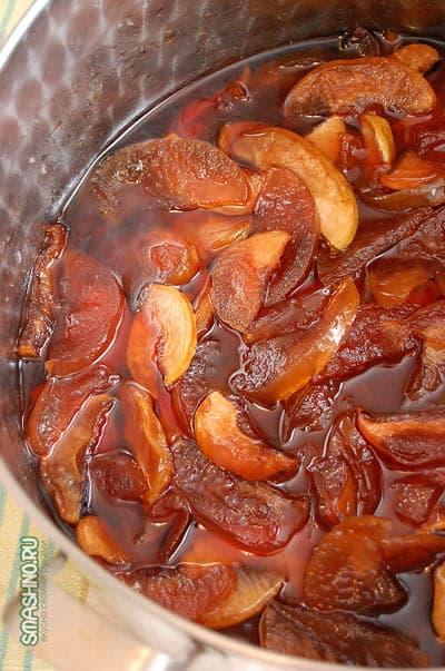 Готовое яблочное варенье