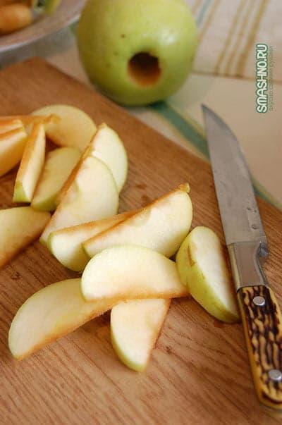 Дольки яблок для варенья