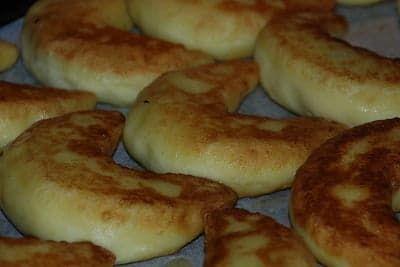 Картофельные пирожки с фаршем в духовке