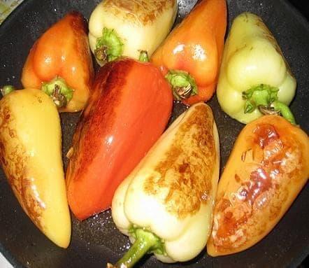 Перцы, обжаренные в масле