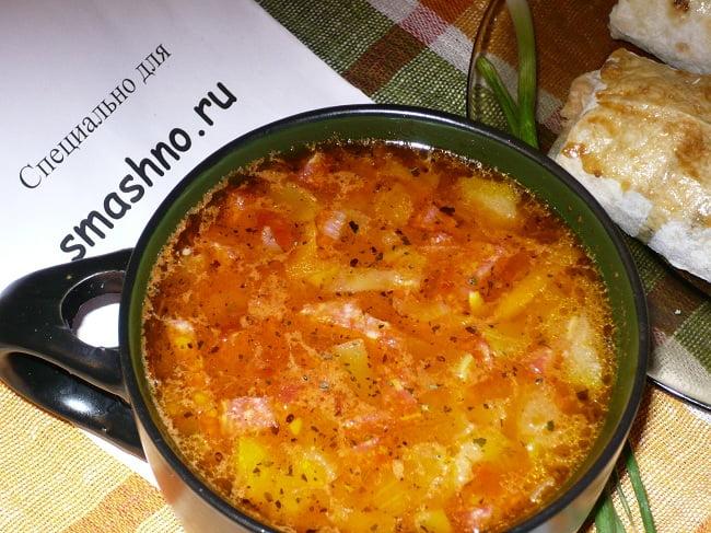 Суп с копчёной колбасой и сыром