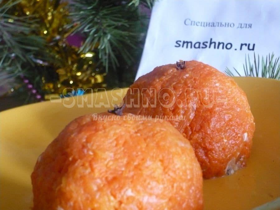 Подача салата Мимоза в виде мандаринов