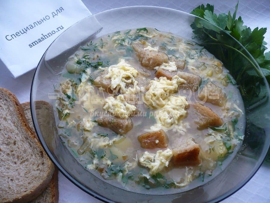 Чесночный суп с сырными сухариками