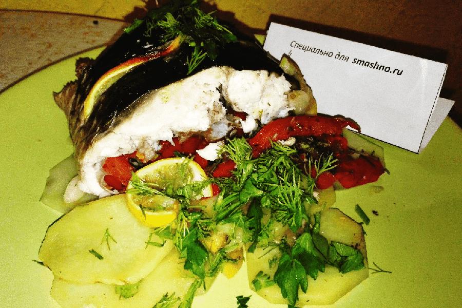 Пеленгас, запечённый в духовке с овощами