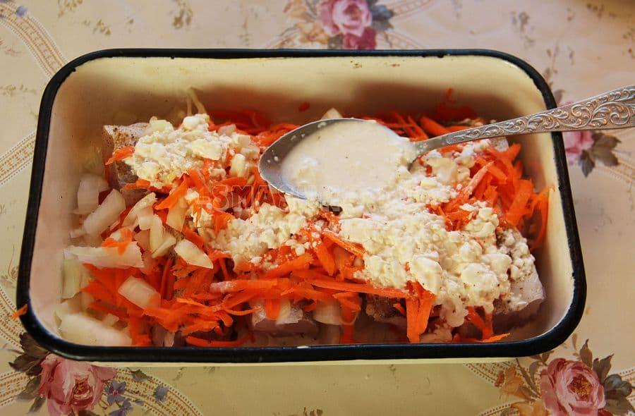 Рыба хек с овощами в духовкеы