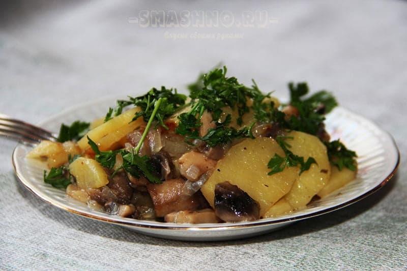 Картошка с грибами и зеленью