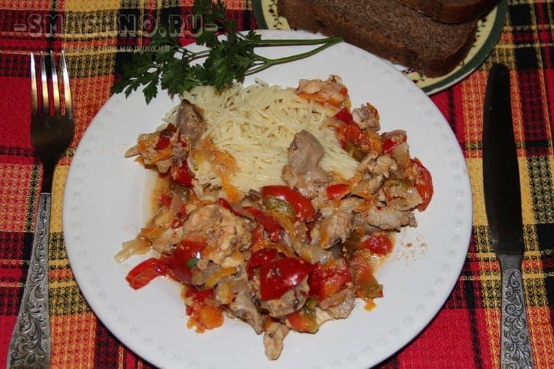 Курица с желудками, приготовленная в горшочке