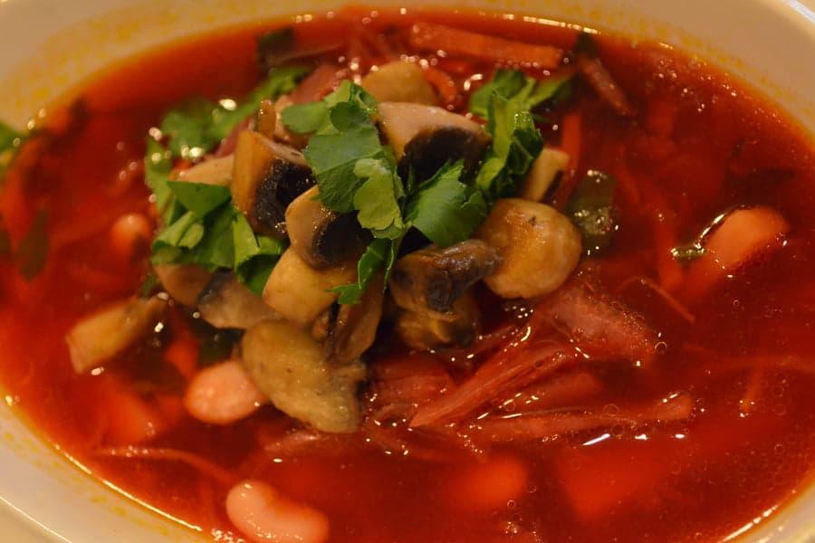Борщ с грибами и фасолью