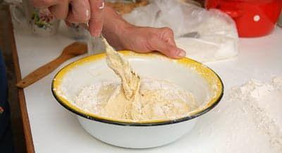 Замешиваю тесто вилкой