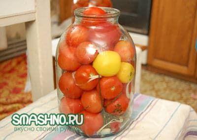 Банка с помидорами