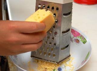 Натираю сыр