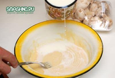 Разбавляю тесто молоком