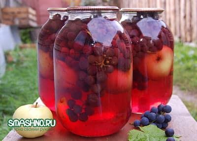 Компот с яблоками и виноградом, красивый цвет, приятный вкус