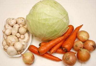 Капуста, морковка, лук и грибы - получится вкуснятина