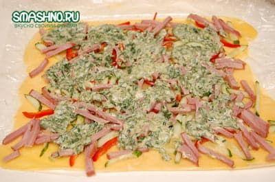 Слой соуса с зеленью