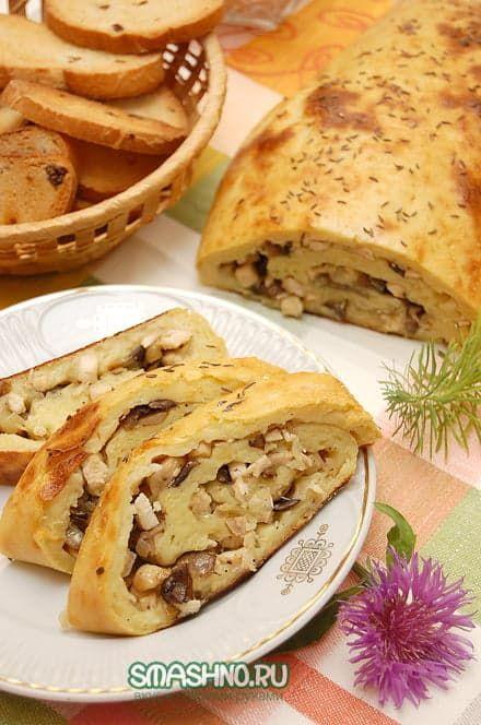 Картофельный рулет с начинкой из грибов, мяса и лука