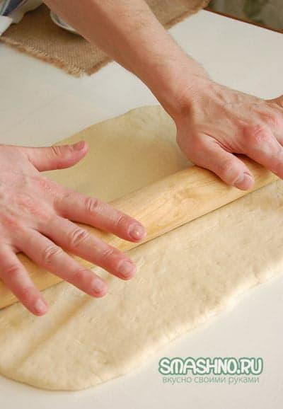 Раскатывание теста для хлеба