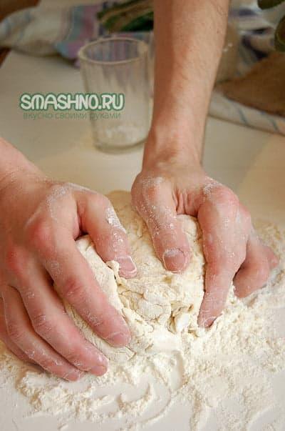 Замешивание теста руками