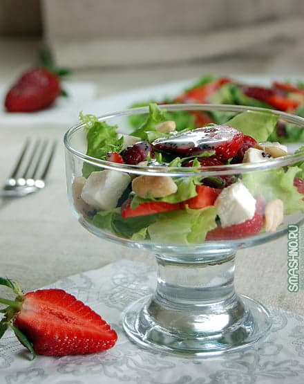 Салат с клубникой, фото