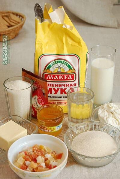Мука, манная крупа, цукаты, творог, молок, мед, сливочное масло, вода, пряности