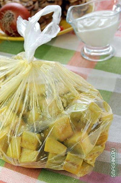Баклажаны в пакете со взбитыми яйцами