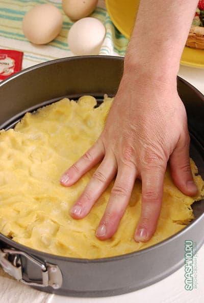 Формование коржа для пирога
