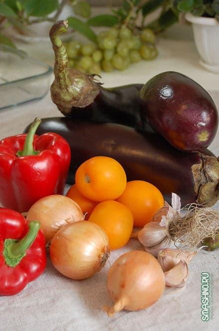 Баклажаны, помидоры, репчатый лук, перец болгарский, чеснок