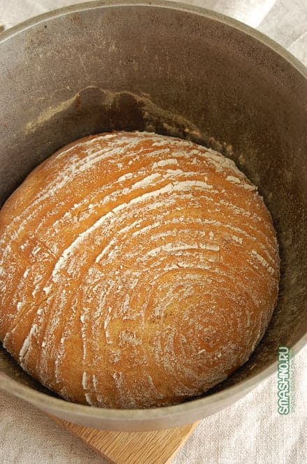 Готовый бездрожжевой хлеб в казане