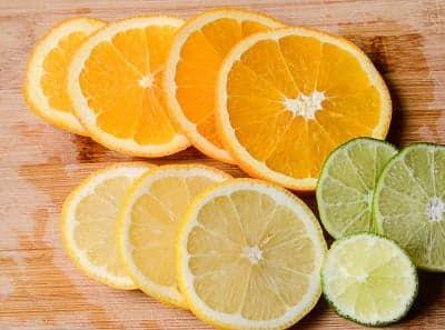 Кружки апельсина, лайма и лимона