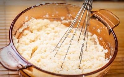 Картофельное пюре в стеклянной миске