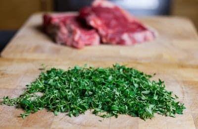 Говяжий стейк и нарезанная зелень