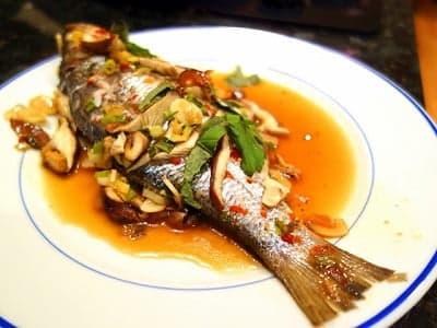 Рыба в соусе, приготовленная на пару