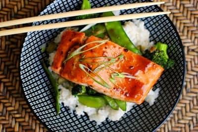 Запеченный в духовке лосось