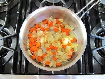 Обжарьте морковь