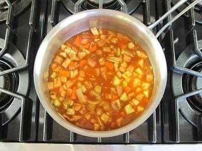 Добавьте в суп оставшиеся ингредиенты
