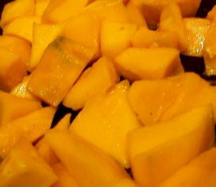 манго, порезанное кусочками