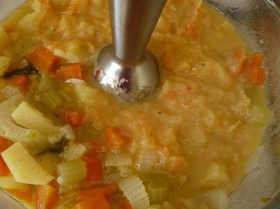 Овощи измельчаются блендером