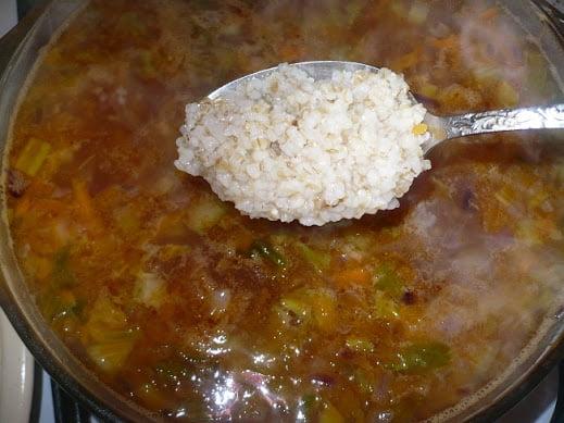 Ячневая крупа закладывается в суп