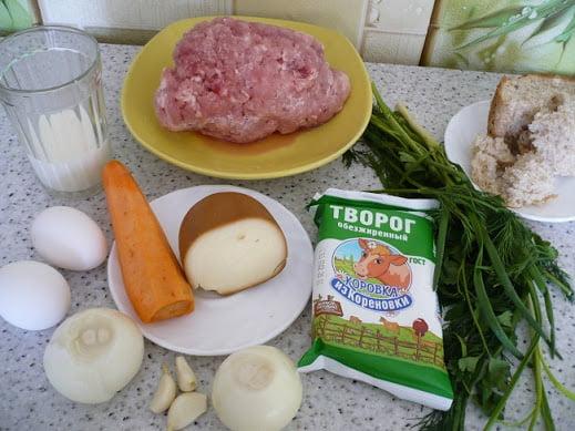 Мясной фарш, творог, морковь, лук, зелень, колбасный сыр, яйца, молоко, хлеб