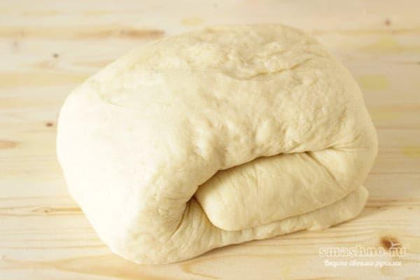 Дрожжевое тесто, свёрнутое улиткой