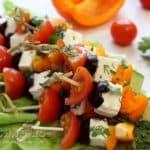 Закуска с сыром фета, маслинами и овощами